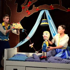 V rolích tatínka a maminky můžete vidět i Jana Šťavu a Veroniku Soumarovou. Foto: Michaela Baladová