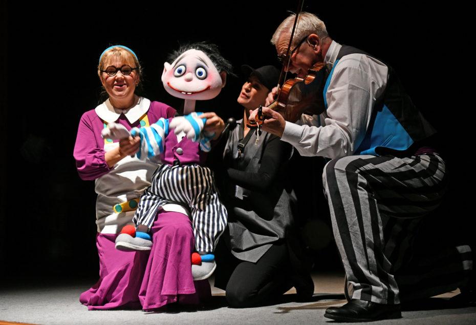 Leona Ondráčková a Karel Hegner jako prarodiče v Budulínkovi z hudebky. Foto: Jef Kratochvil